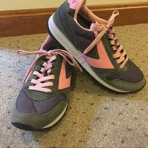 Brooks Retro Casual Sneaker